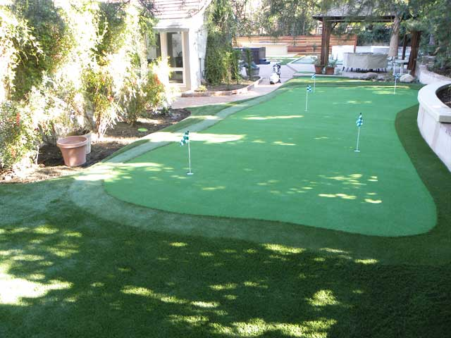 apartment putting green